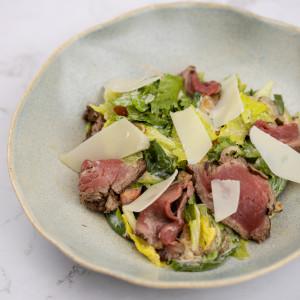 Салат с ростбифом и шпинатом